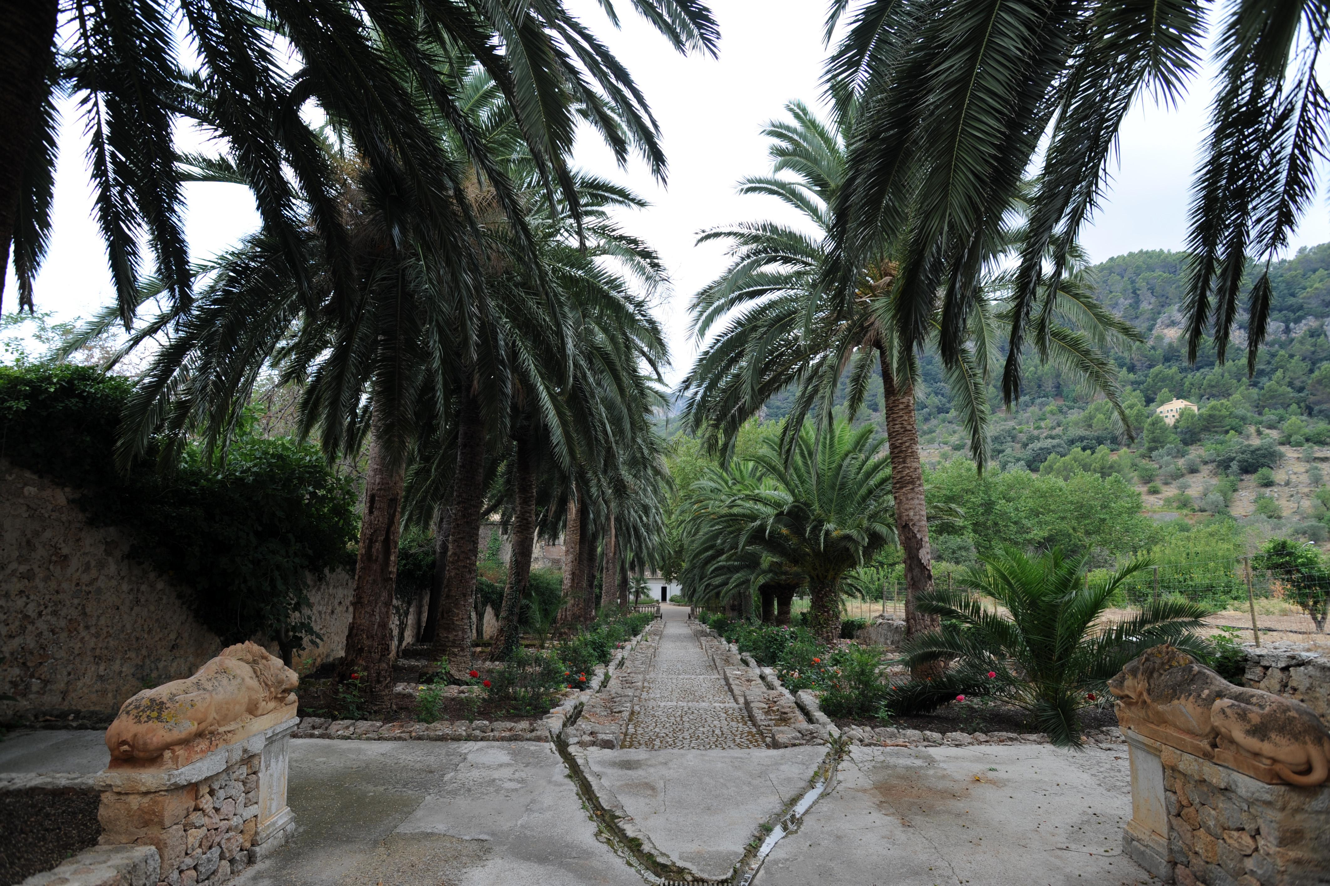 La ciudad de bunyola en mallorca jardines de alf bia for Jardines mallorca