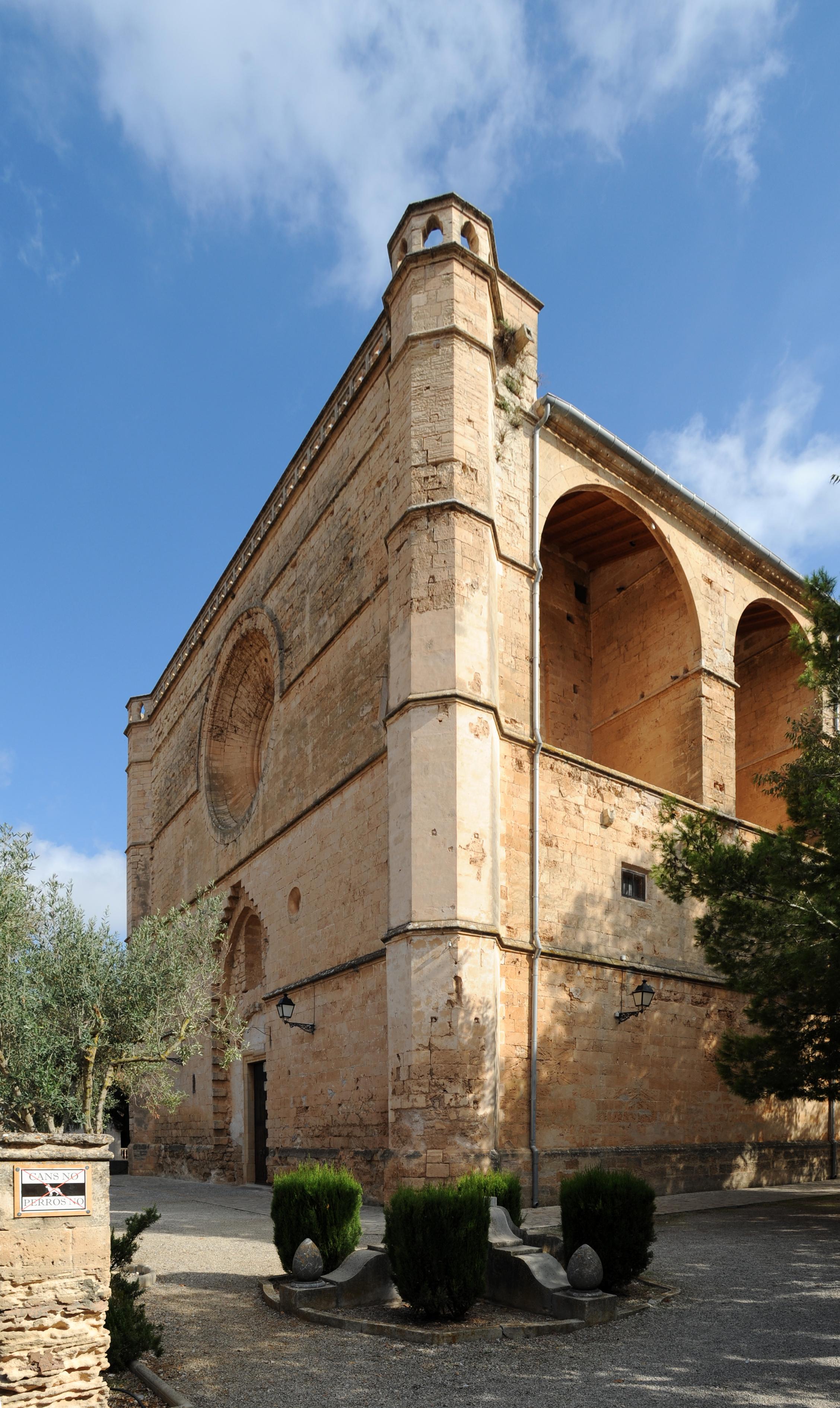 La Ciudad De Petra En Mallorca # Muebles Hermanos Miquel Manacor