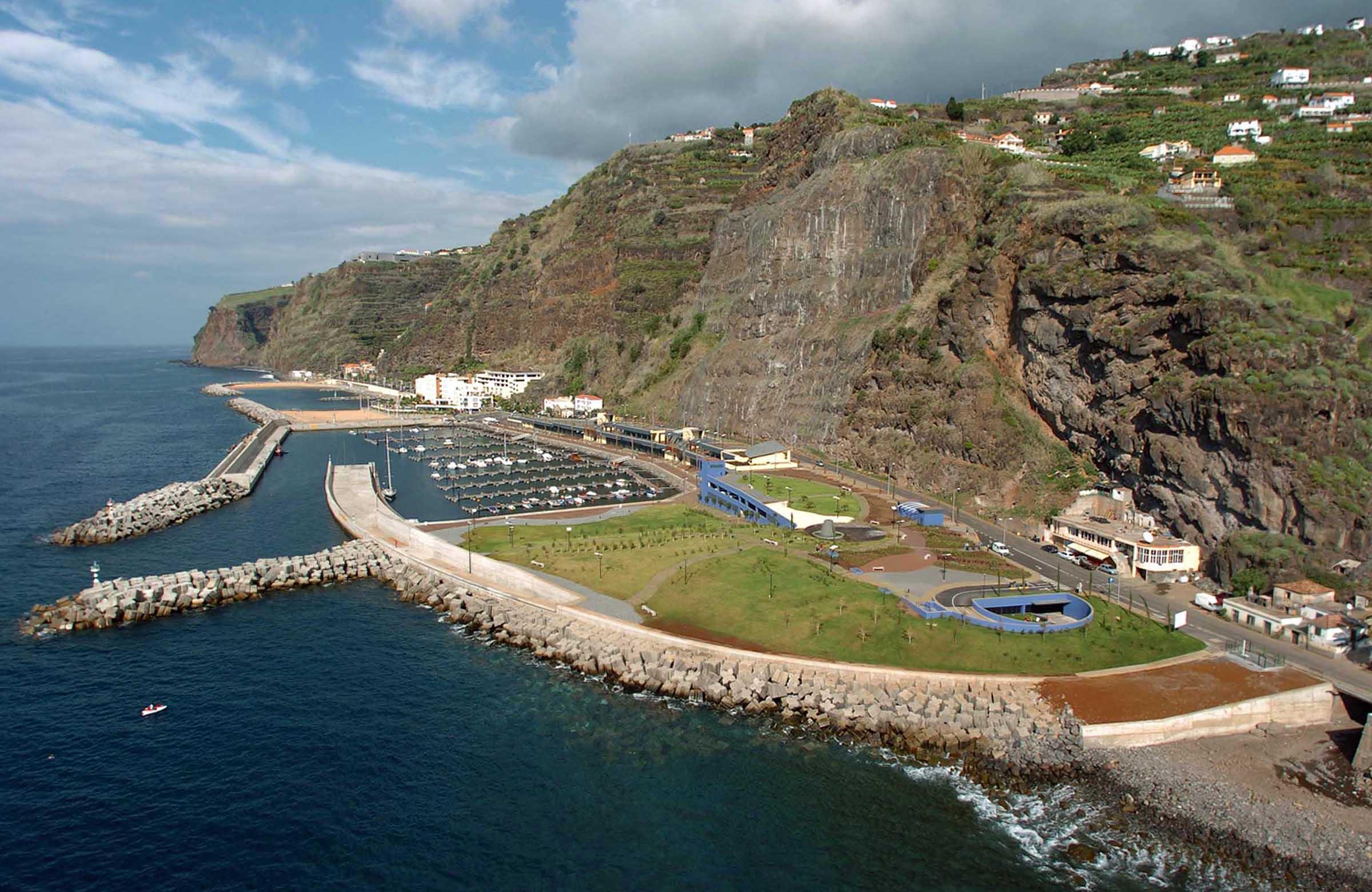 La ville de calheta mad re - Plus grand port de plaisance d europe ...