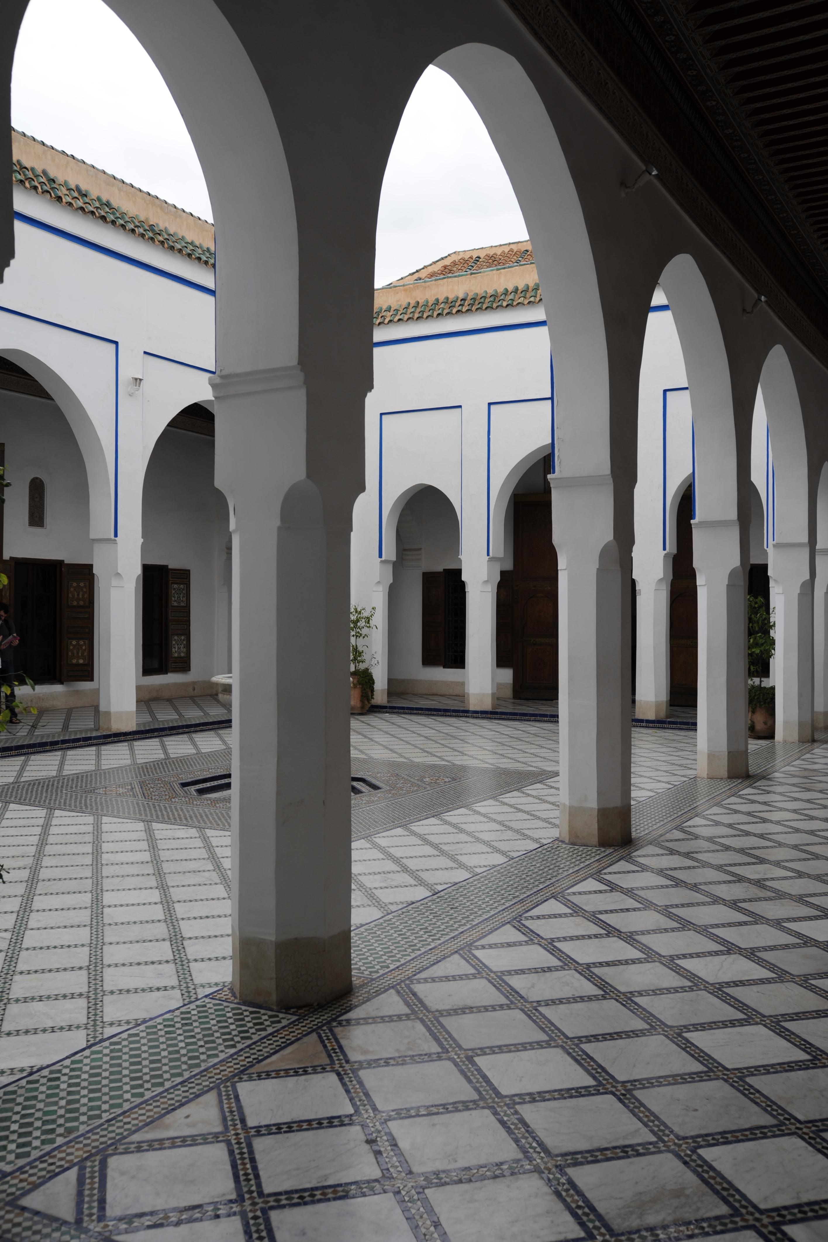 Le palais de la bahia marrakech au maroc for Fenetre sur cour casablanca