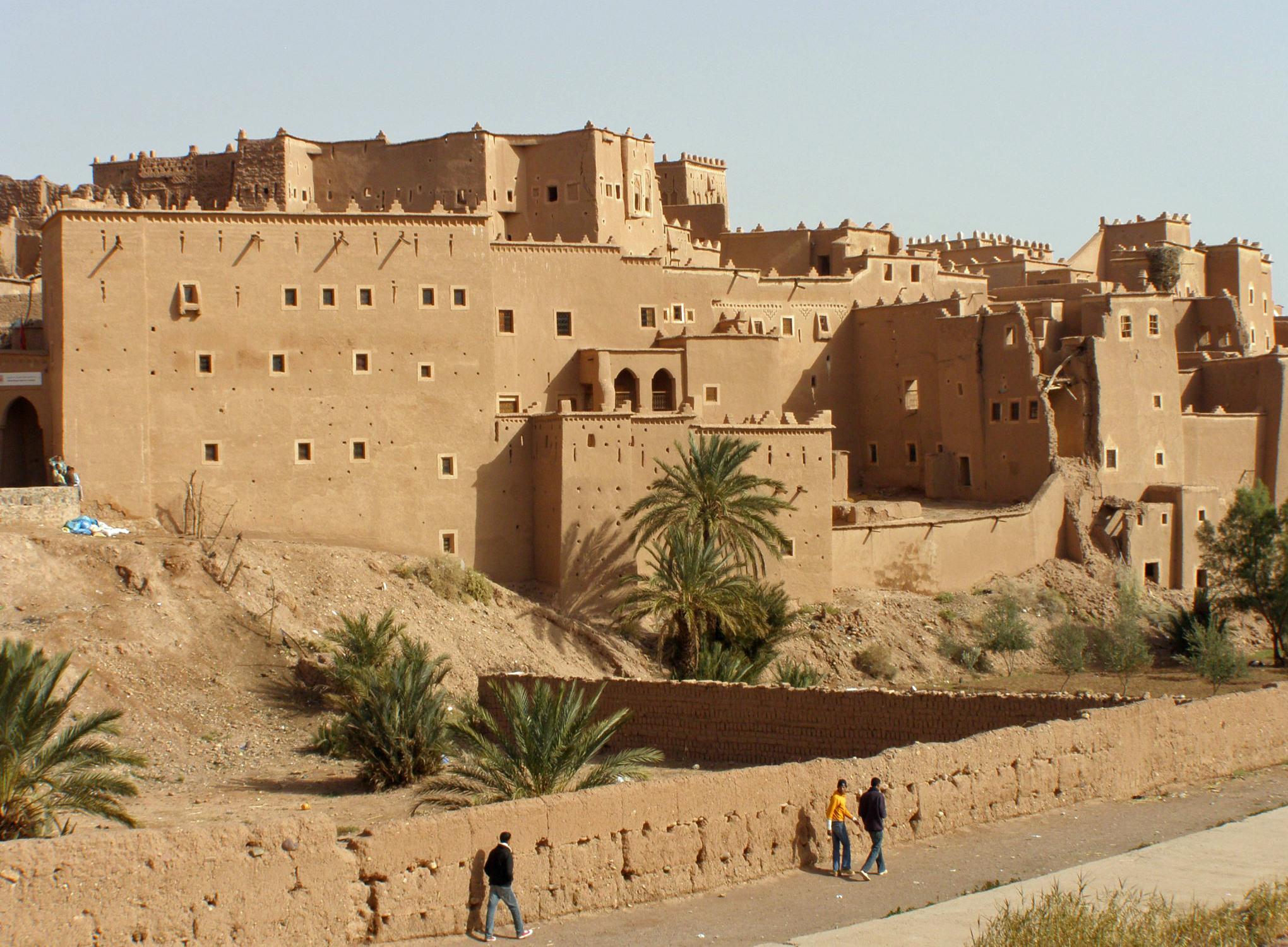 La ville de ouarzazate au maroc for Piscine demontable maroc