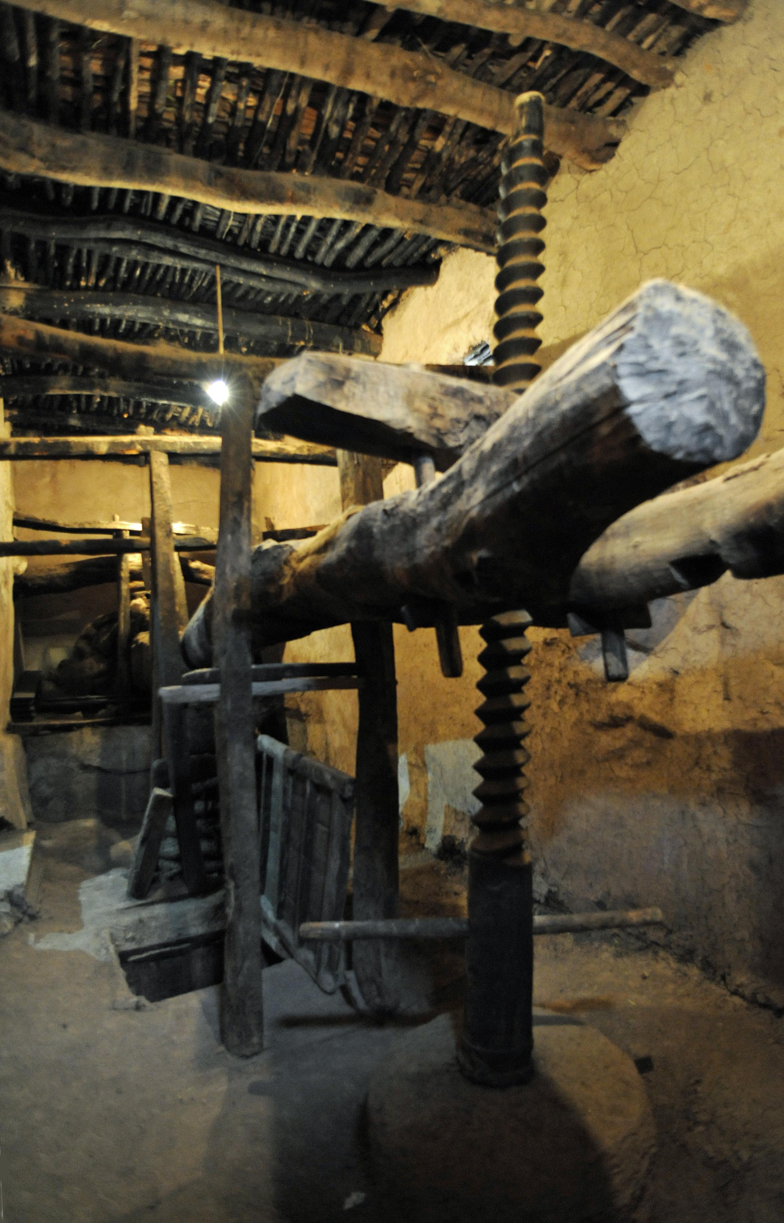 La ville d 39 ouka meden au maroc for Ancien pressoir de la maison jaune