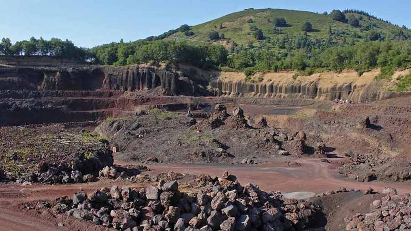 Le Puy De Lemptegy En Auvergne Exploitation Cliquer Pour Agrandir Limage