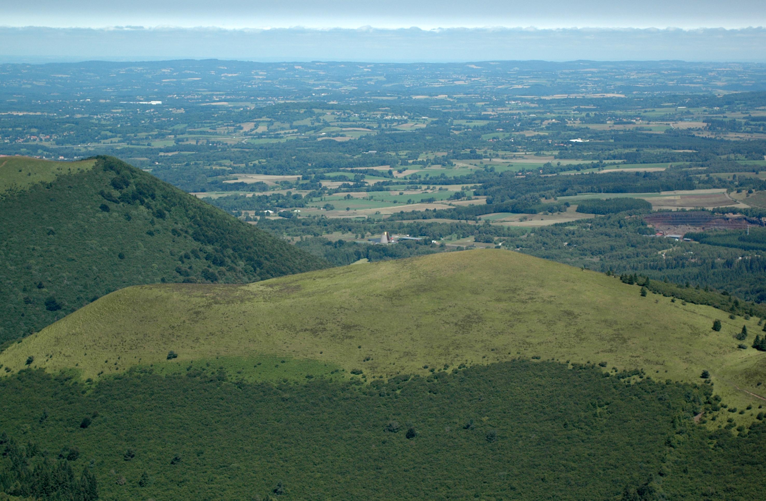 Le Puy De Lemptgy En Auvergne Avec Vulcania Cliquer Pour Agrandir Limage