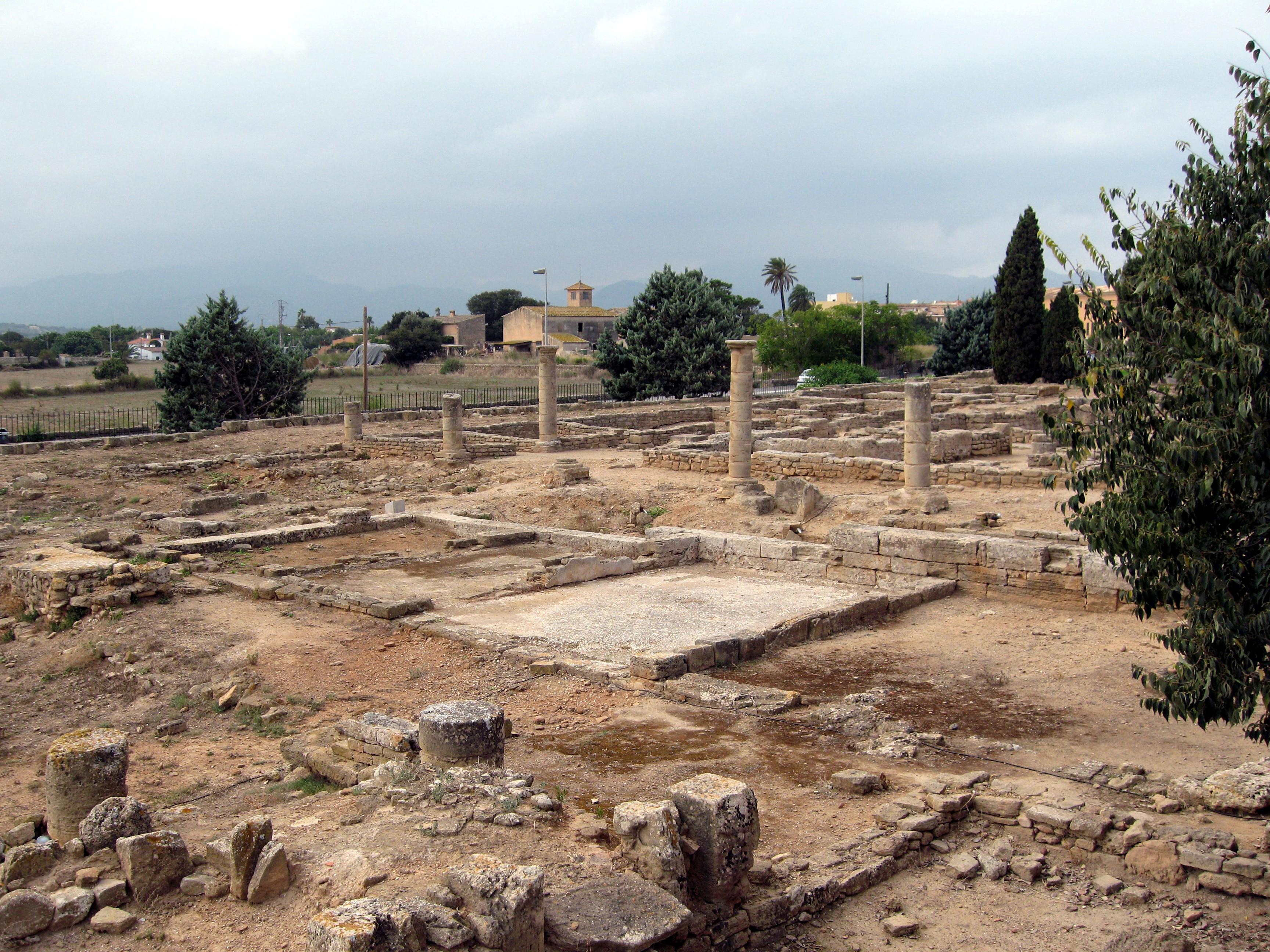 The town of Alcúdia in Majorca - The Roman ruins of Pollentia