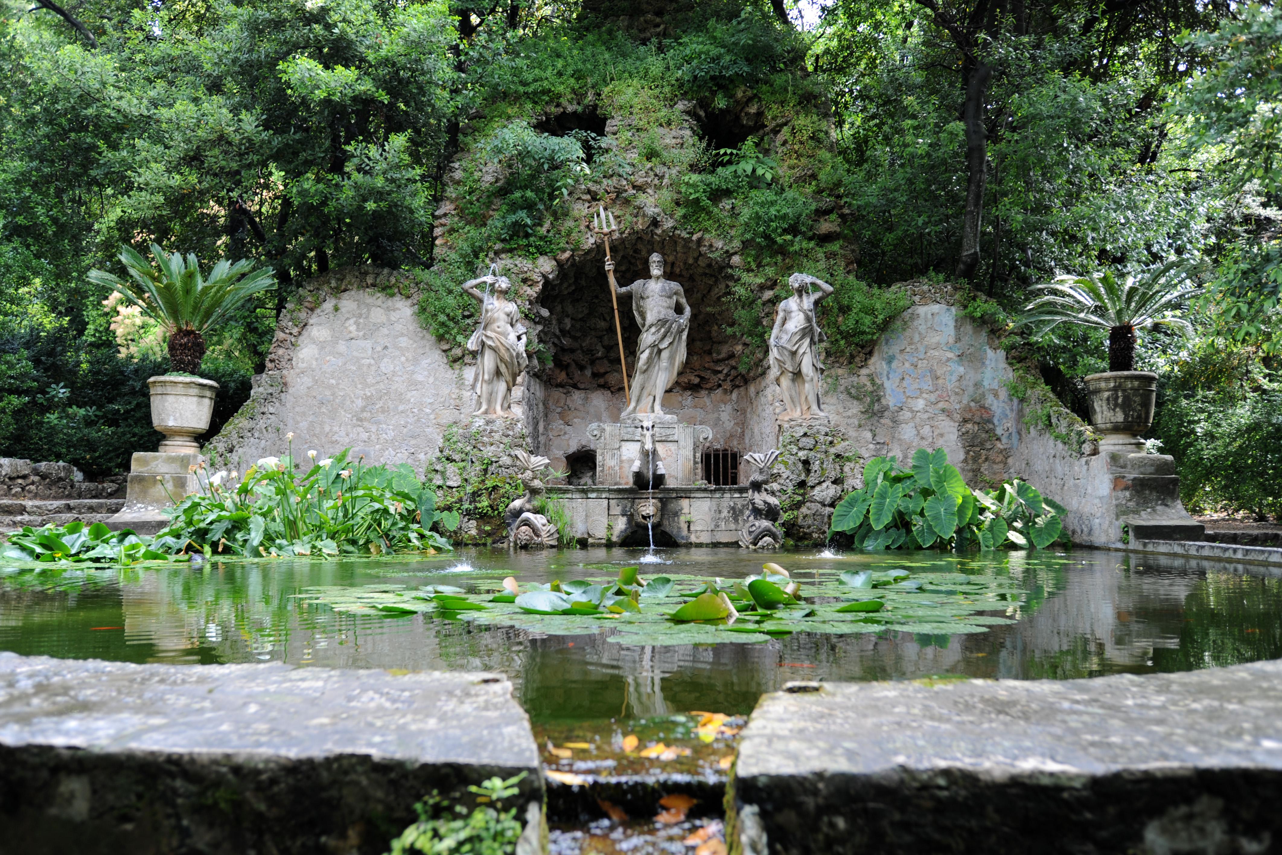 une fontaine Martin 4 octobre trouvée par Martine Village_trsteno_020_(fontaine,_2010-05-29)