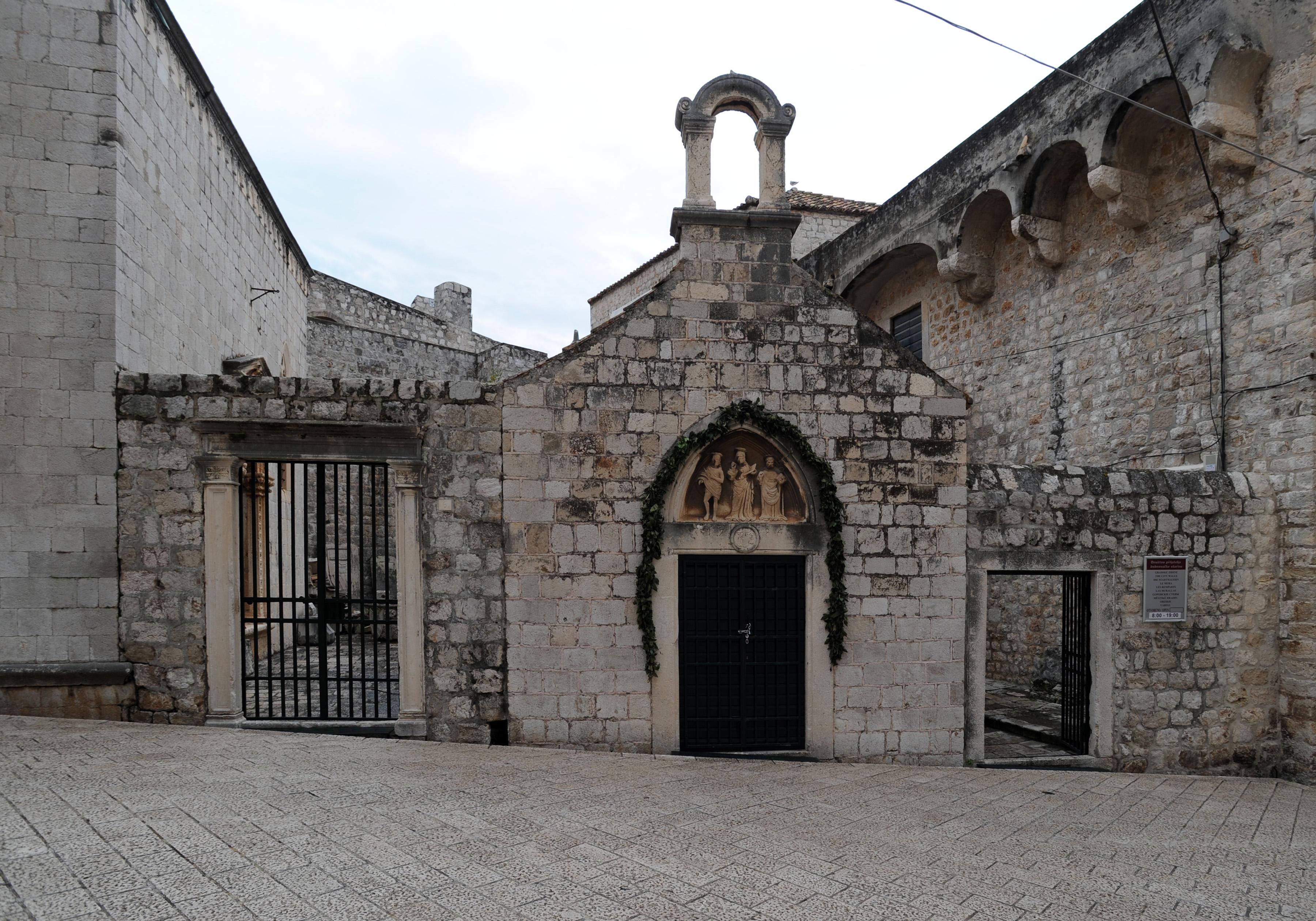 La ville close de dubrovnik en croatie le quartier des for Piscine chapelle saint luc