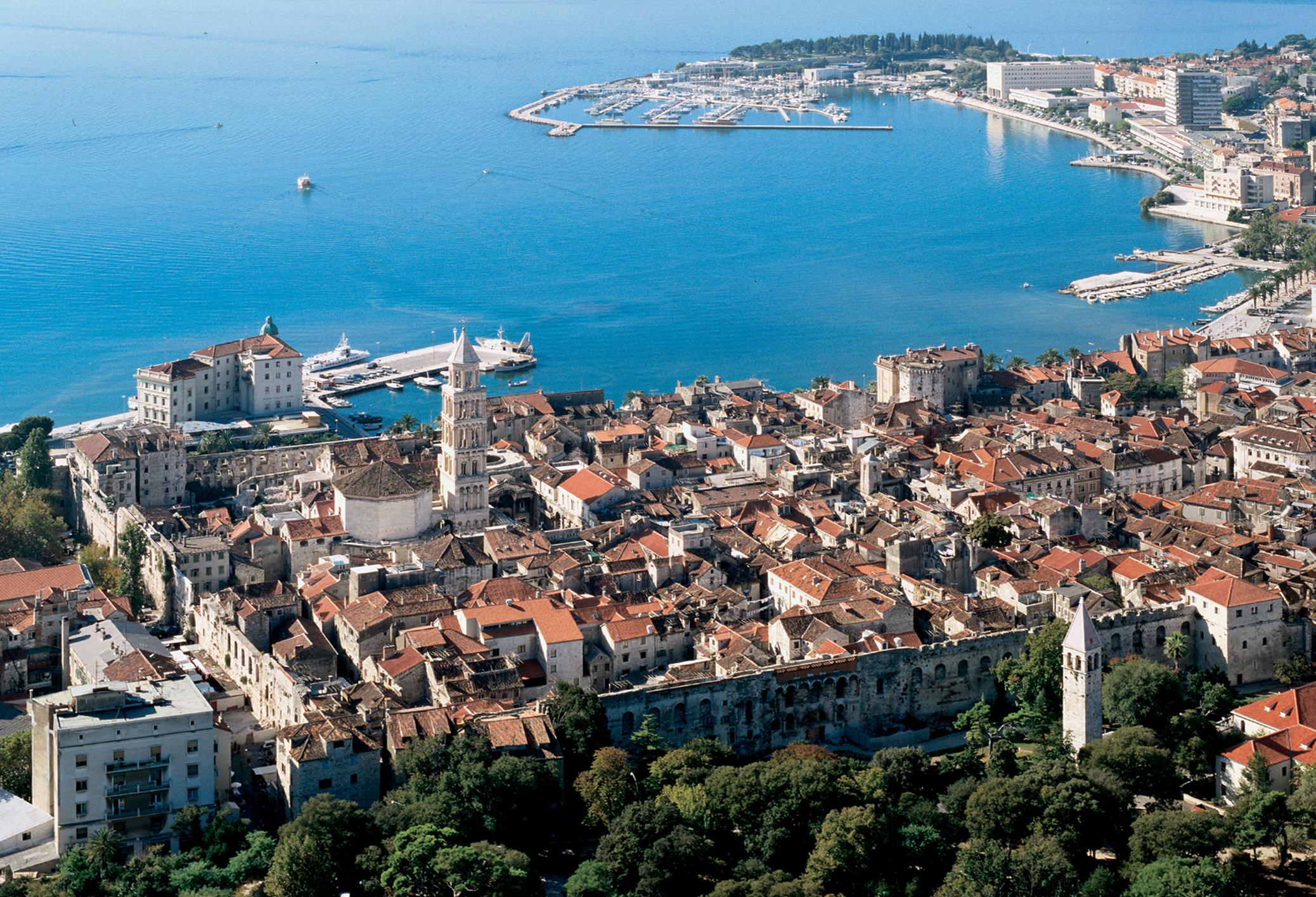 La ville de split en croatie la vieille ville for Piscine mantes la ville